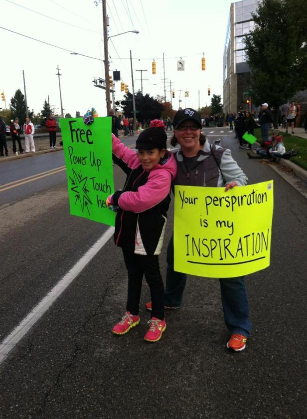 Cristiana & Emma Baranowski waiting for runners to come through!